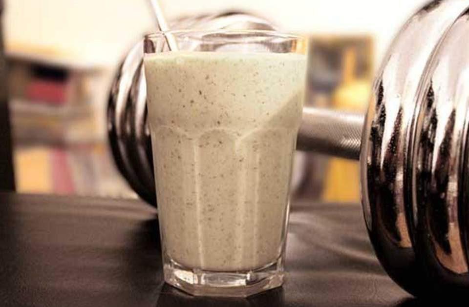 Licuado de proteínas casero para ayudarte a aumentar tu masa muscular