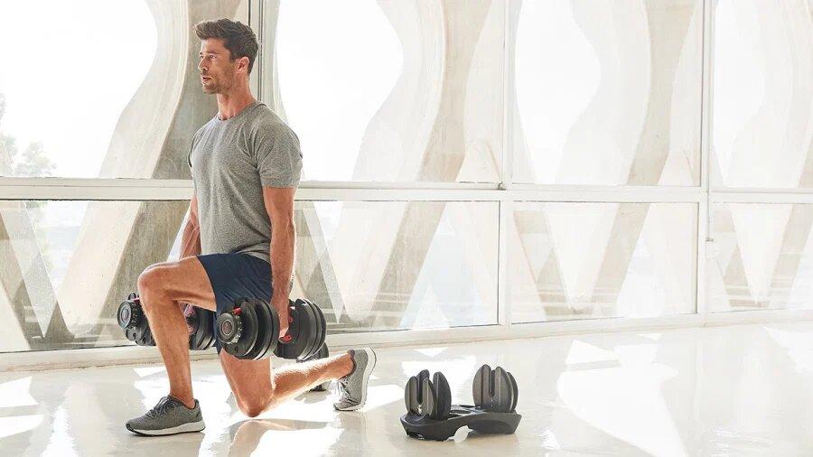 Concentración de fuerza y ejercicios con Mancuernas